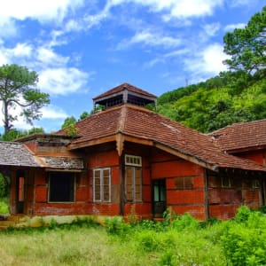 Wandern im malerischen Shan Staat (4 Tage) ab Inle Lake: Old Reservoir and Natural Forest - Colonial Building