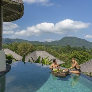 Wapa di Ume Sidemen à Ouest de Bali: Floating breakfast at Pool Villa