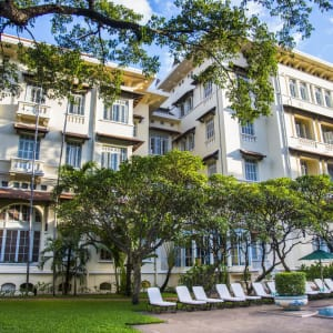 Raffles Hotel Le Royal in Phnom Penh: Garden and Swimming Pool