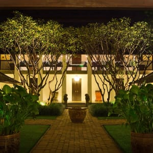 Rachamankha in Chiang Mai: Guest Courtyard Night
