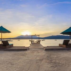 Vila Ombak à Gili: Jetty at sunset