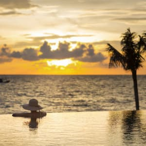 Dusit Princess Moonrise Beach Resort à Phu Quoc: Pool at sunset
