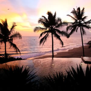 Niraamaya Retreats Surya Samudra à Kovalam: Pool at sunset