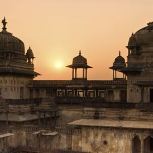 Reise zum heiligen Ganges ab Delhi: Orchha: Palace during sunset