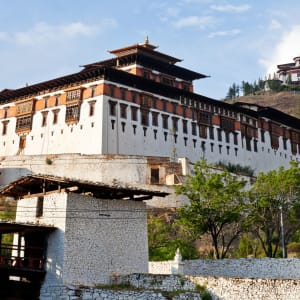 Im Land des Donnerdrachens ab Paro: Paro Rinpung Dzong with Ta Dzong on the mountain