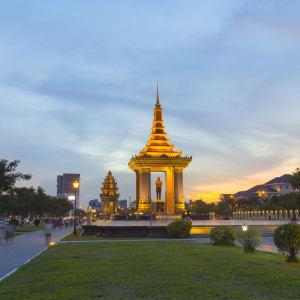 Tour de ville en Tuk Tuk à Phnom Penh: Phnom Penh King Father Norodom Sihanouk Statue