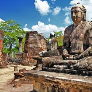 Les hauts lieux du Sri Lanka de Colombo: Polonnaruwa: Buddha in temple