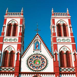 Höhepunkte Südindiens ab Chennai: Pondicherry: Basilica of the Sacred Heart
