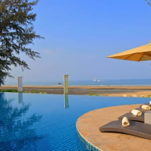Twin Lotus à Ko Lanta: Beachfront Swimming Pool