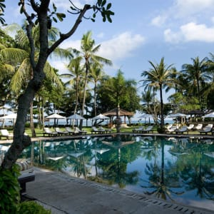 InterContinental Bali Resort à Sud de Bali: Club Pool with Beach Front View