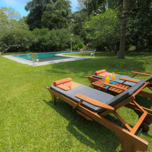 Horathapola Coconut Estate in Yakvila: garden and pool area