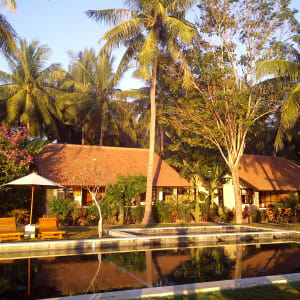 Cocotinos in Lombok: Garden Room with ocean and pool view
