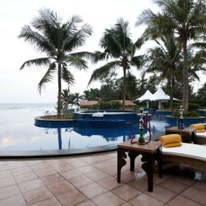 Radisson Blu Resort Temple Bay in Mahabalipuram: Infinity Pool Late Evening