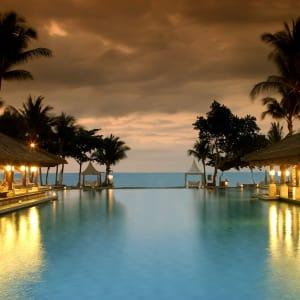 InterContinental Bali Resort à Sud de Bali: Main Pool at Dusk with Beach View