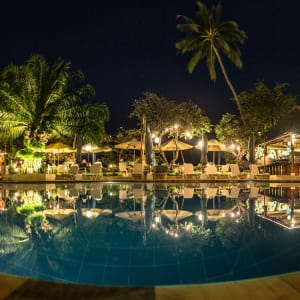 The Lovina Bali à Nord de Bali: Main pool at night