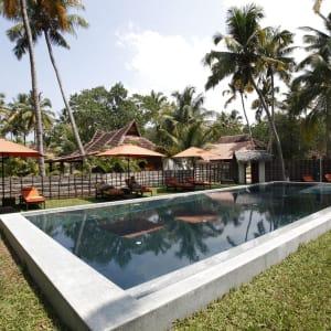 Beach Symphony à Mararikulam: Pool