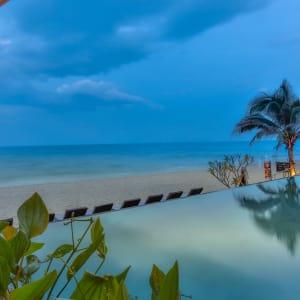 Laksasubha Hua Hin: Pool and Beach