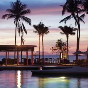 Outrigger Laguna Phuket Beach Resort: Pool Edgewater sunset