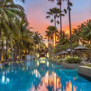Twinpalms Phuket: Pool in the evening