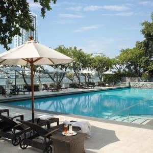 Shangri-La Bangkok: Pool of Krungthep Wing