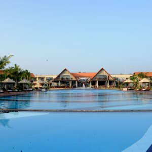 Uga Bay by Uga Escapes in Passekudah: pool side