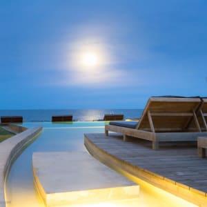Devasom Hua Hin Resort: Pool with Sundeck
