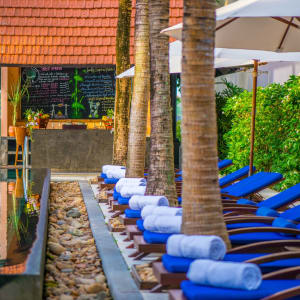 Anantara Hoi An Resort: Poolside bar