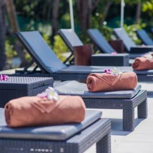 Sivalai Beach Resort in Ko Mook: Sunbeds at the pool
