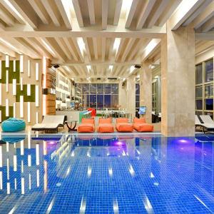 Jasmine Palace in Yangon: Swimming Pool