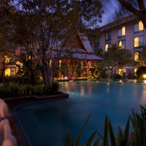 Novotel Bangkok Suvarnabhumi Airport Hotel: Swimming Pool night shot