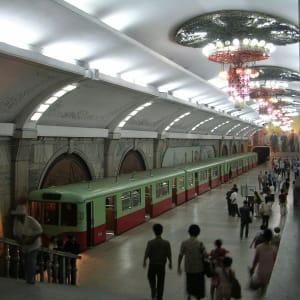 Nordkorea Kompakt ab Pyongyang: Pyongyang Untergrundbahn Puhung Station 005