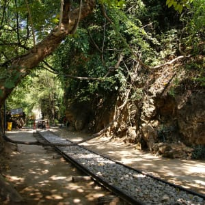 Nature & culture autour de Bangkok: River Kwai: old railway rails