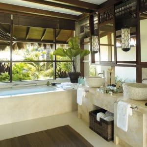 Shangri-La's Boracay Resort & Spa: 1-Bedroom Pool Villa | Bathroom