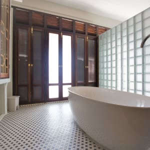Seven Terraces in Penang:  Argus Apartment | Bathtub