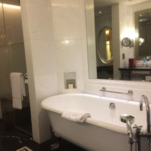 Fairmont Peace in Shanghai: Bath room