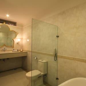 Suryauday Haveli à Varanasi: Bathroom