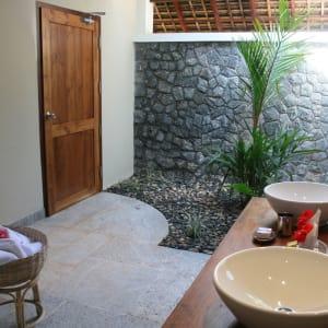 Neeleshwar Hermitage: Bathroom