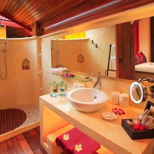 Zazen Boutique Resort & Spa in Ko Samui: Beachfront Deluxe   Bathroom