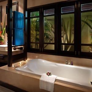 Bo Phut Resort & Spa à Ko Samui: Beachfront Villa - Outdoor Jacuzzi