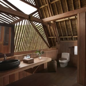 Jeeva Beloam Beach Camp in Lombok: Beruga Pantai | Bathroom