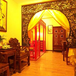 Beijing Double Happiness Courtyard in Peking:  Chinese-style Deluxe Wedding Room