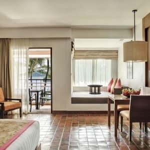 Outrigger Laguna Phuket Beach Resort: Club Lagoon