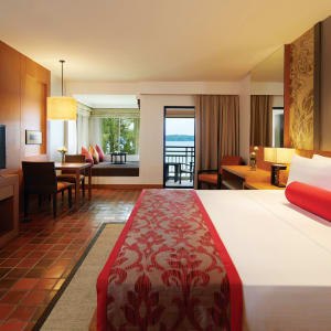 Outrigger Laguna Phuket Beach Resort: Club Sea View | King