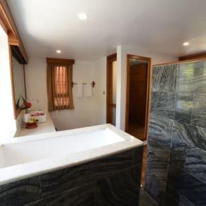 Popa Garden Resort in Bagan: Deluxe Balcony | Bathroom