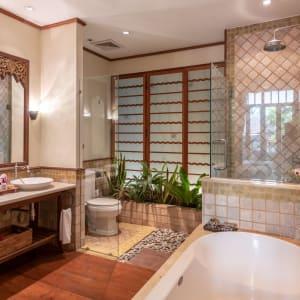 Ariyasom Villa in Bangkok: Deluxe Bathroom