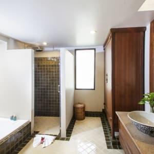 Fair House Beach Resort & Hotel à Ko Samui: Deluxe Bungalow | Bathroom
