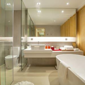 Ramada Resort by Wyndham Khao Lak:  Deluxe Oasis | Bathroom