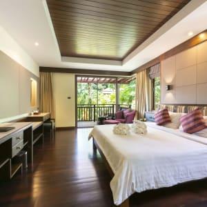 Khao Lak Bayfront Resort: Deluxe room