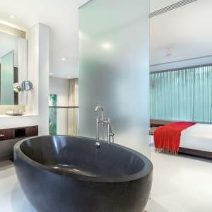 Twinpalms Phuket: Duplex Pool Suite 1 Bedroom | Bathroom