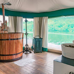 4 Rivers Floating Lodge Package de Phnom Penh: room: Floating Tent | Bathroom